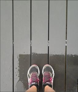 Course à pied sous la pluie