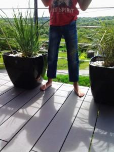 Même en contre-jour, on voit bien que le pantalon est trop court!