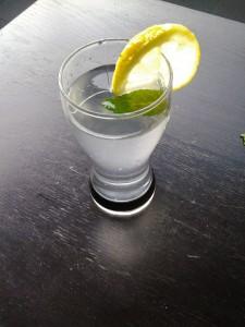 Une rondelle de citron pour rendre mon verre plus joli ;-)