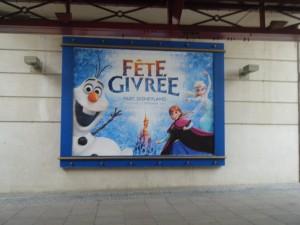 Elsa, Anna et Olaf nous accueille dès l'entrée!