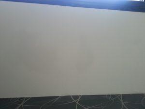Curățarea pereților albi murdar -perint fără lezistență 2