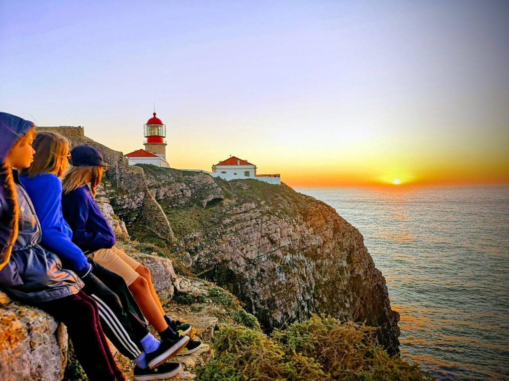 blog-maman-forme-instruction-en-famille-coucher-de-soleil-bout-du-monde-portugal
